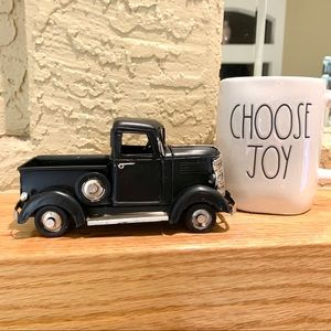 - LITTLE FARMHOUSE PICKUP TRUCK FOR TIER TRAY